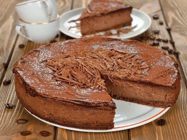 La Receta de tarta esponjosa de chocolate es un exquisito bocado esponjoso. Un postre impecable, de gran ligereza y una cremosidad que la hacen única. Lo mejor de este tipo de postres es que no son nada complicados de elaborar y el resultado siempre es positivo. Ingredientes para la receta de...
