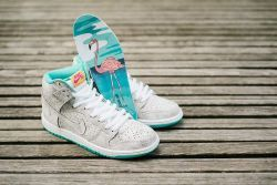"""Nike Dunk High Premium SB: 313171-117Dressed in a White, Hyper Jade, Tour Yellow, and White color scheme. This """"Flamingo"""" edition of the Nike SB Dunk High features a Cream and cracked Grey base upper with White detailing hitting the tongue, laces and midsole. Other accented colors include Tour Yellow and Hyper Pink on the tongue tag, as well as a Turquoise inner liner and rubber outsole. The shoe is finished with a cartoon Flamingo graphic on the insoles. ArtNr 888409804197"""