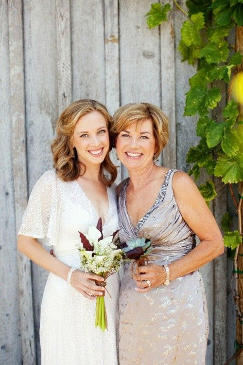 Such a pretty mother of the bride dress, we love the neutral color!