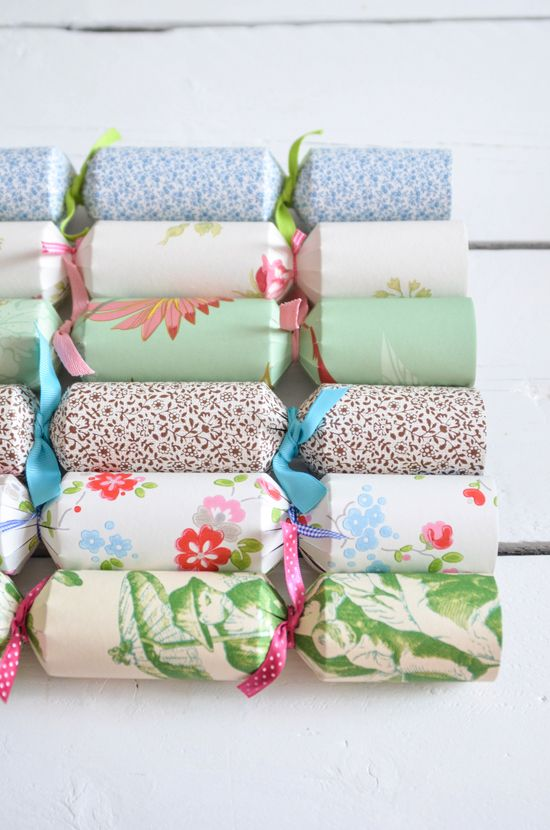DIY Wallpaper Crackers | The Yvestown Blog
