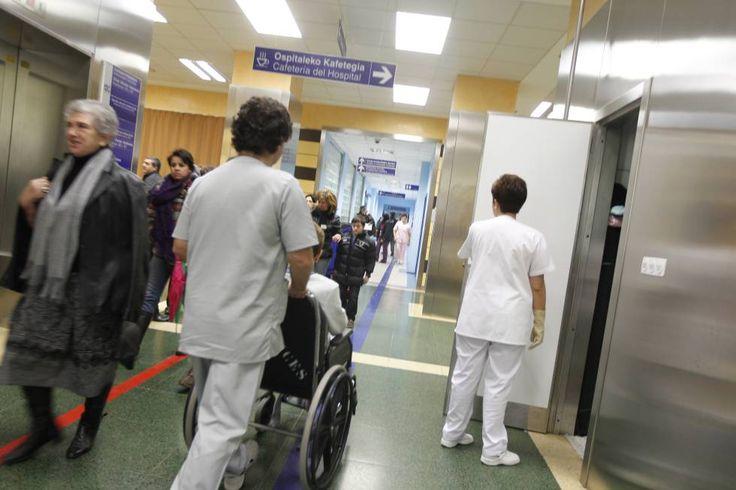 Pacientes y personal de Osakidetza en un hospital del País Vasco.