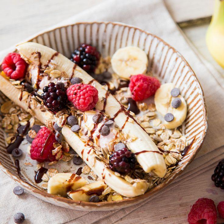 Banana Split mit !! frozen Quark :) !!, knusprigem Müsli und fruchtigen Beeren - https://www.springlane.de/magazin/rezeptideen/fruehstuecks-banana-split/?utm_source=Facebook&utm_medium=Post&utm_campaign=Fruehstuecks-Banana-Split