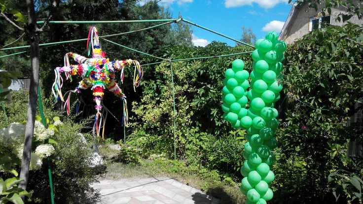 Кактус из шаров и пиньята для мексиканской вечеринки