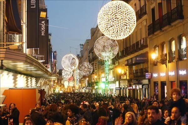 Madrid, 22 oct (EFE).- El año 2016 tendrá doce días laborables que serán festivos en España, de los cuales ocho son comunes a todas las comunidades autónomas, según el calendario laboral elaborado por la Dirección General de Empleo y publicado hoy por el Boletín Oficial del Estado (BOE).