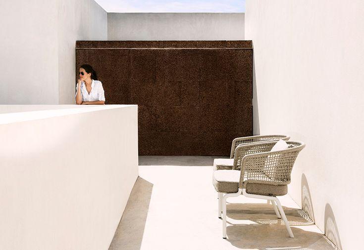 Tribù collezione Contour: poltrone, sedie lounge e divani per l'outdoor