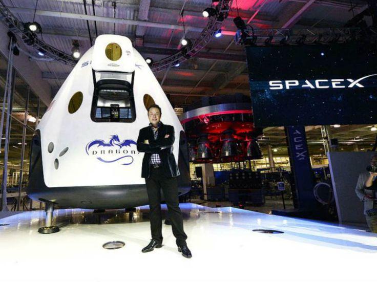 José Fernández, el mexicanoestadounidense que trabajó en Marvel y DC, diseñó los nuevos trajes espaciales para la primera misión de Space X, la empresa de Elon Musk. La entrada De los superhéroes al espacio: el diseñador de los trajes de SpaceX aparece primero en Dónde Ir: Tu guía de la Ciudad de México. ¿Qué hacer hoy?. Jose Fernandez, Daft Punk, Elon Musk, David Wallace, Spacex Falcon 9, Falcon 9 Rocket, Mission To Mars, Travel, Space Shuttle