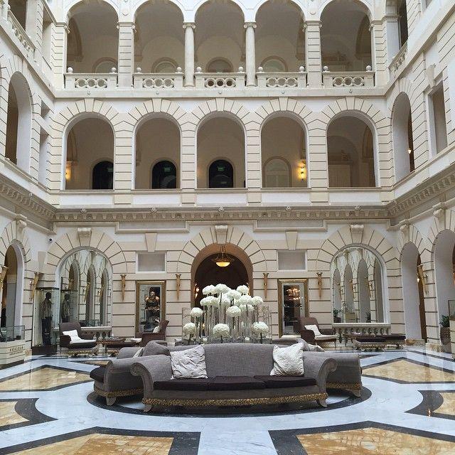 Extraordinaire lobby de l'hôtel Boscolo #experiencetransat #Budapest