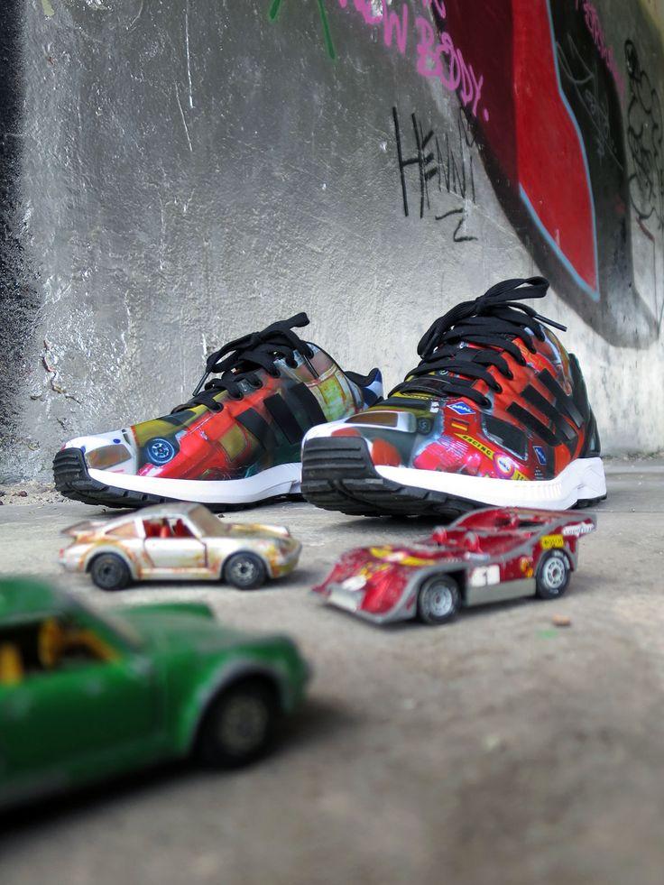 Mit der grandiosen adidas mi ZX FLUX App kann man seine neuen adidas Sneakers zu absoluten Unikaten machen. Nachdem man die richtige Größe ausgewählt hat, kann man in der App ein Foto seiner Wahl u...
