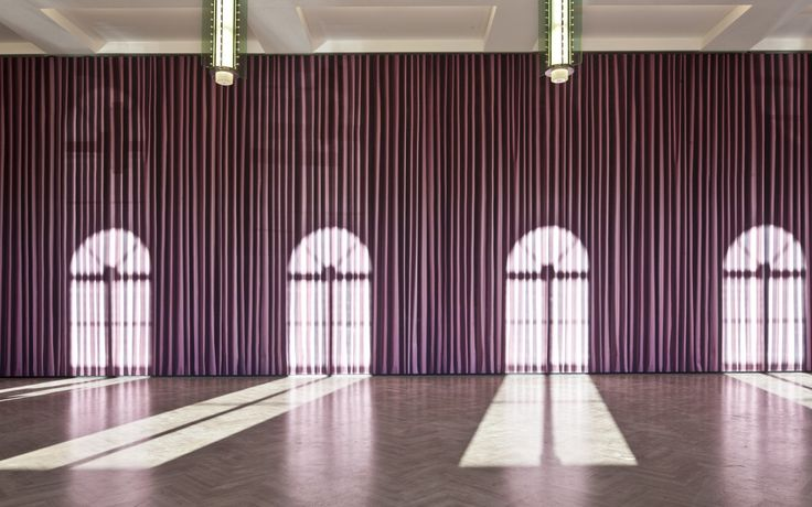 The much-celebrated international artist Thomas Demand used Kvadrat Soft Cells acoustic panels to create a site-specific work in the Städel Museum's Metzler Hall in Frankfurt, Germany. The installation, entitled 'Saal' (Hall 2011), is an illusion-making crimson curtain, covering all four walls of the giant hall.