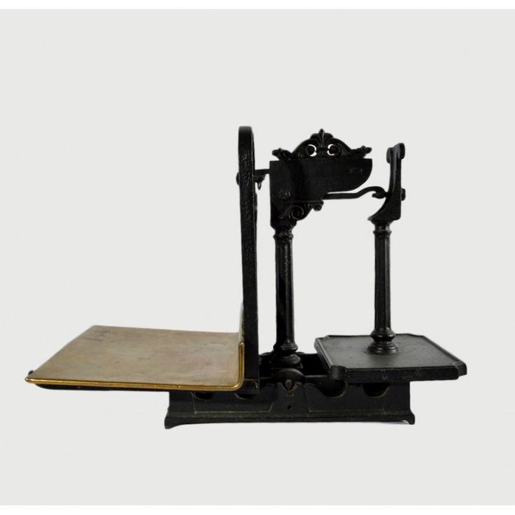 Large metal weighting scales with brass details,England Dimensions: 60x42x34