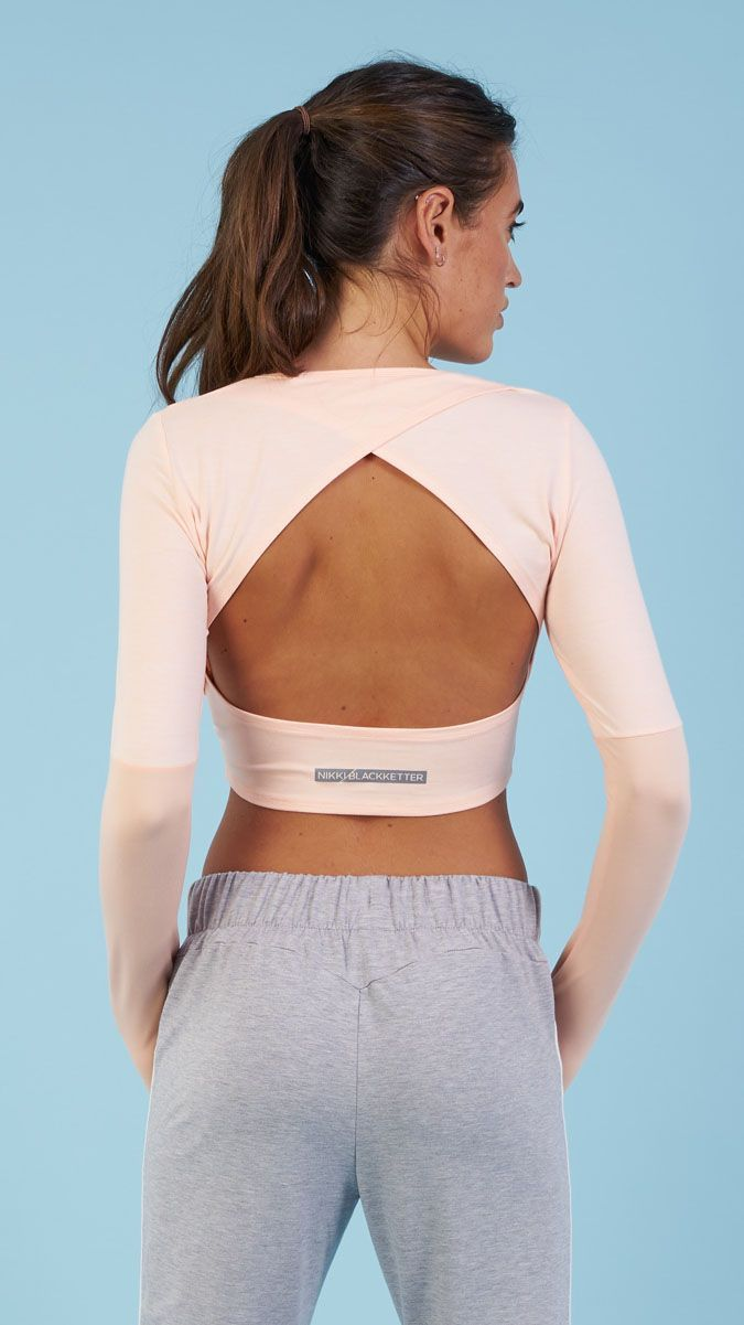 With crossover open back to keep you cool and dry, soft stretch fabric to ensure full focus, the Drop Back Crop Top is your next workout wardrobe essential. #Fitnessoutfits