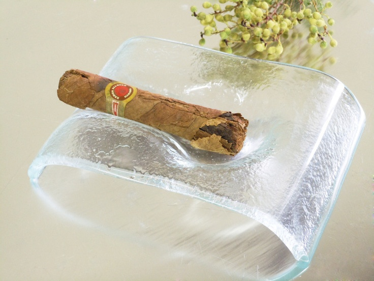 Glass cigar holder for lounges, bars and restaurants. By Glass Studio