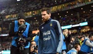 Messi cambia de planes y viaja a Singapur http://www.sport.es/es/noticias/futbol-america/inesperado-cambio-planes-messi-que-sorprende-toda-argentina-6096569?utm_source=rss-noticias&utm_medium=feed&utm_campaign=futbol-america