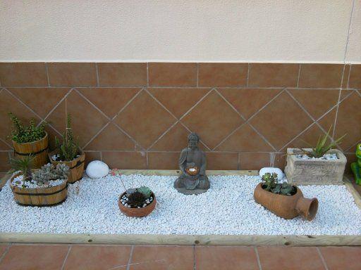 38 best picket fence images on pinterest picket fences - Jardin interior zen ...
