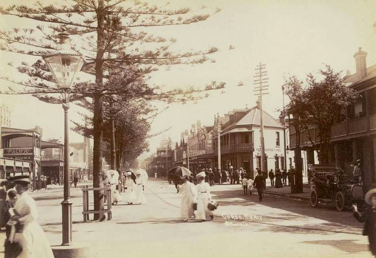 Looking down The Corso,Manly, towards the wharf,with the New Brighton Hotel on the right in the early 1900s. •State Library of NSW•    🌹