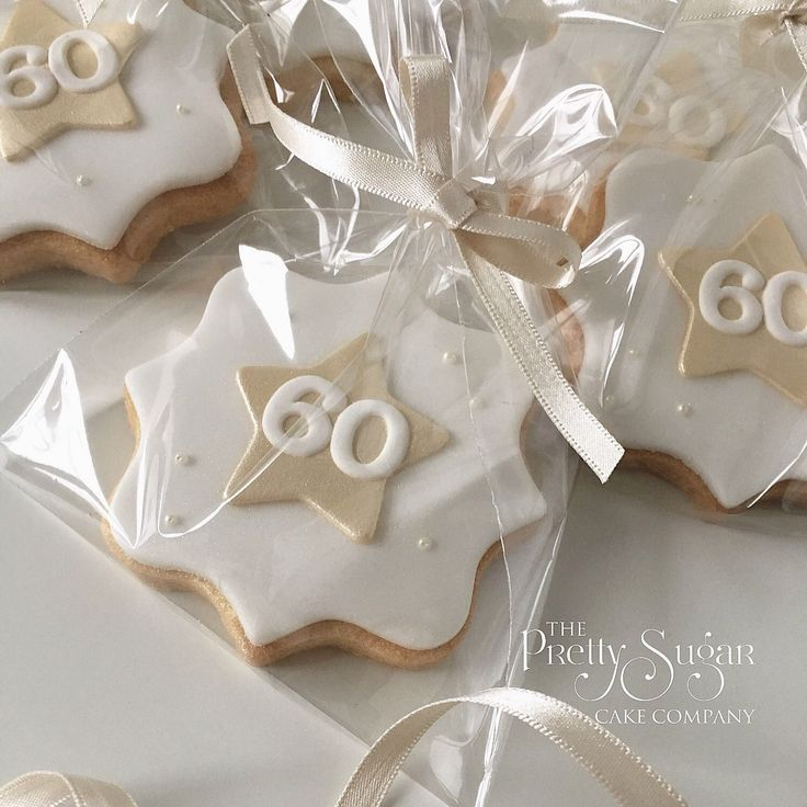 Cookies party favours in white and gold stars