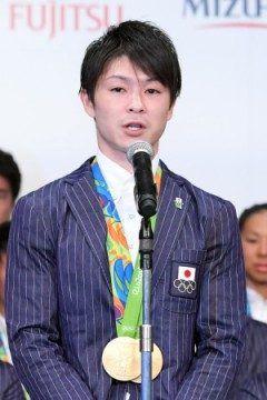 日本体操協会は日常務理事会を開きリオデジャネイロ五輪で団体総合個人総合の冠を獲得した男子の内村航平選手に報奨金万円を贈ることを決めました これだけメダルに貢献していればそれだけもらってもいいと思います()