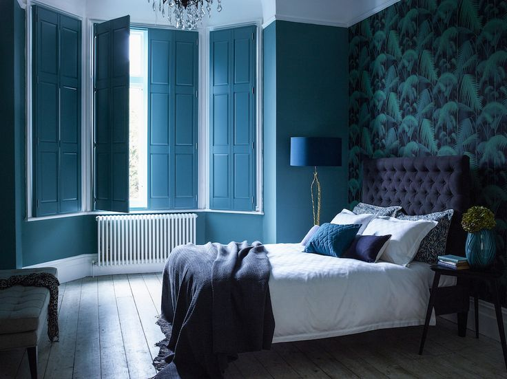 Tropical prints are hot news right now, make this bold look work in a bedroom by choosing an emerald green palm leaf wallpaper with a dark background and create a feature wall behind a sumptuous buttoned headboard.