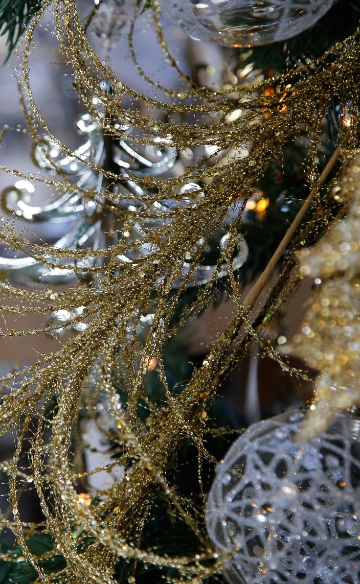 Gold always adds a touch of extravagance: discover the #Agricola #ChicCollection for your #ChristmasTree!