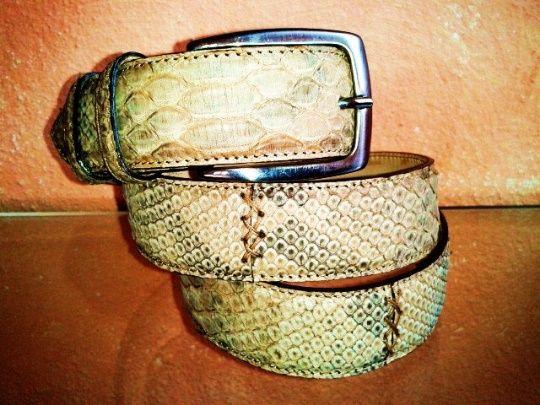 Cintura in pitonerealizzata a mano su misura in Italia #atelierdelrettile #italianshoes #shoes #tailored #luxury #cagliari #madeinitaly #bespoke #tuxury #gentlemenshoes #handcrafted #atelierdonna12 #instagram #yacht #fashion #luxurytoys #italy
