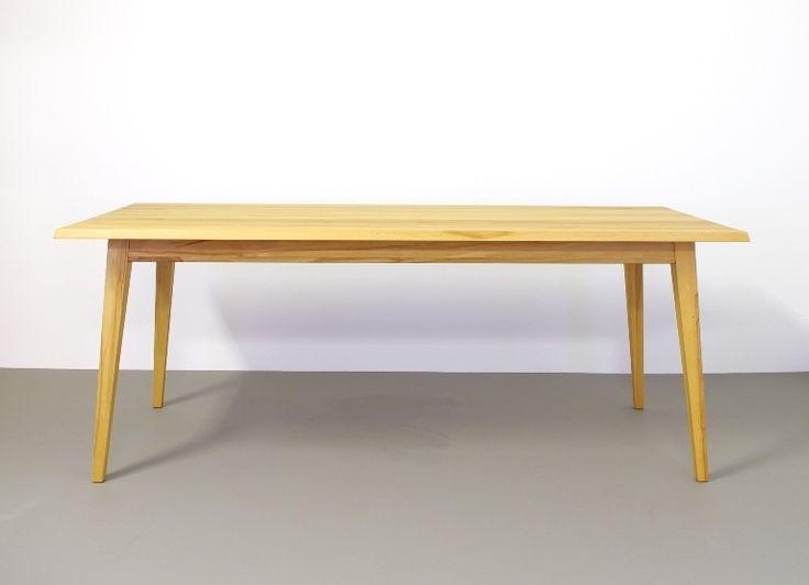designtafel illum hout stevig en zeer functioneel
