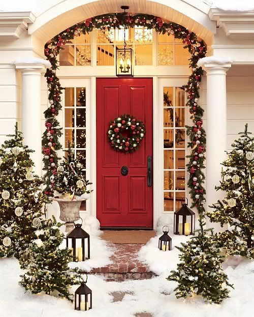 love it all...especially the lanternsHoliday, Red Doors, Christmas Time, Christmas Decor Ideas, Front Doors, Outdoor Christmas Decor, House, Christmas Porch, Front Porches