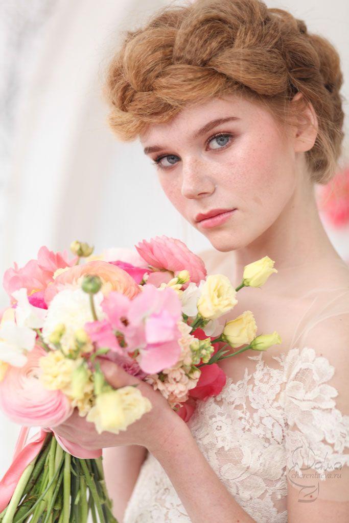 pink_and_white wedding bride make-up and hair гофрированная коса вокруг гоовы