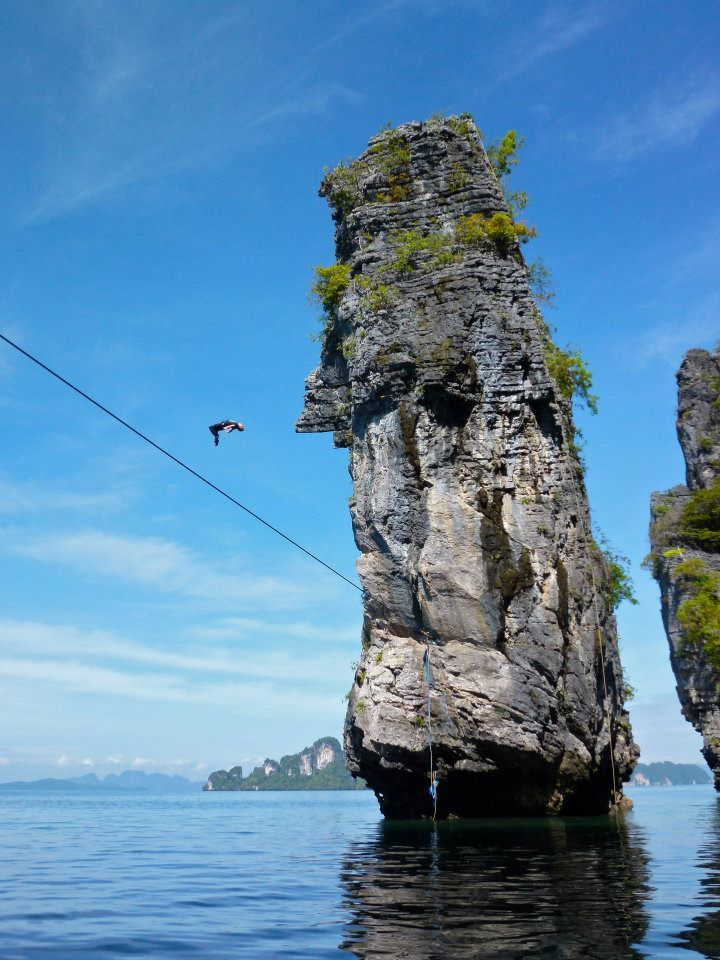 Slackline diving in Thailand #OutdoorsyGoodness