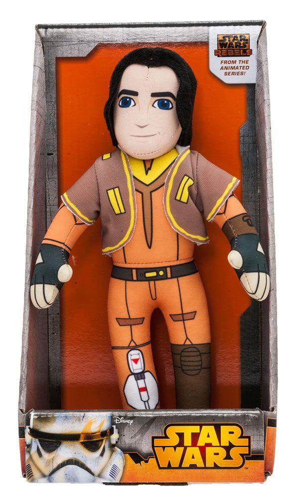 Peluche Ezra con sonido 25 cm. Star Wars Rebels. Joy Toy Estupendo peluche del personaje de Ezra de 25 cm de altura con sonido y fabricado en materiales de alta calidad, 100% en poliéster y que es por supuesto 100% oficial y licenciado. Es un artículo que encantará a los fans de la serie animada de TV 3D  Star Wars Rebels.