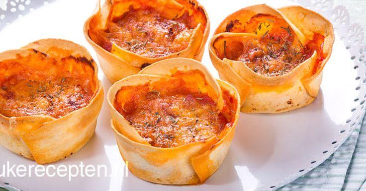 mini lasagne uit een muffinvorm. HAPJE – 30 MIN + 25 OVENTIJD – 12 STUKS **. Een leuk idee voor op een feestje