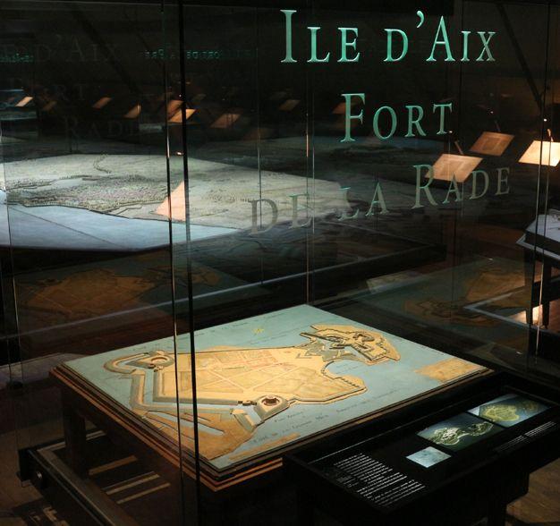 Plan-relief du Fort de la Rade (Ile d'Aix), réalisé en 1780 (modèle théorique). Exposé à Paris. Notice du plan-relief : http://www.museedesplansreliefs.culture.fr/collections/maquettes/recherche/fort-de-la-rade-partie-de-lile-daix-avec-le-nouveau-fort-en-bois-du-marquis-de-montalembert-et-projet-de-defense-du-cote-terre-1779    Photo © Musée des Plans-reliefs /G.Froger