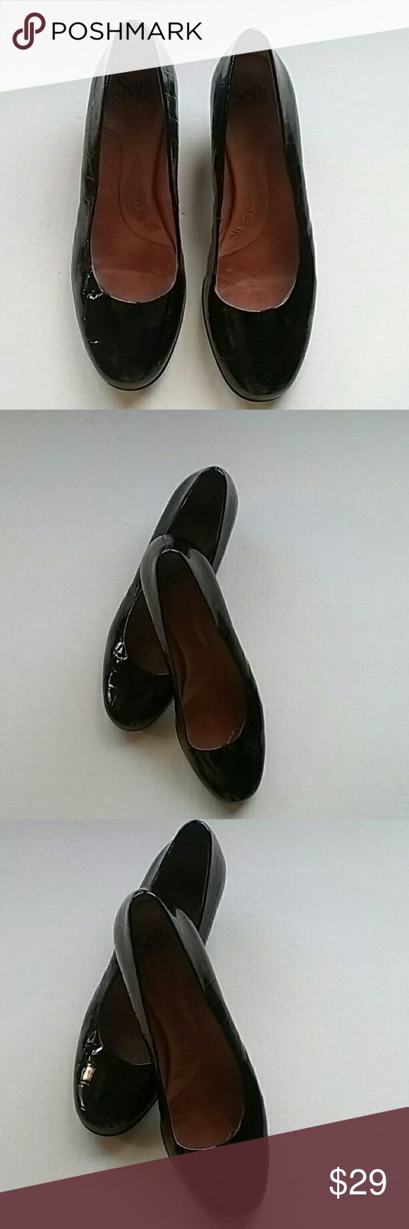 Sooft Moc Croc 10M ladies pumps shoes Is a pair of soft Moc Croc ladies shoes pumps. The heel is about 1/2 half inches 2 to inches. They are in like new condition. They are cleaned and sanitized and ready to be shipped to you. sooft Shoes Heels