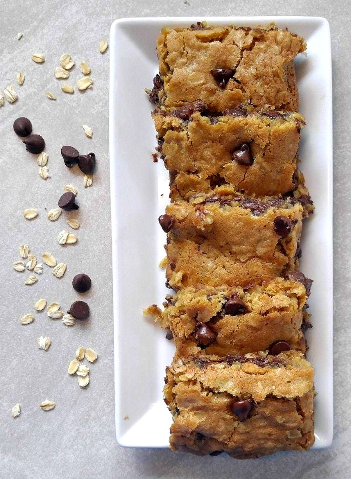 Join me in a plate of chocolate chip oatmeal bars