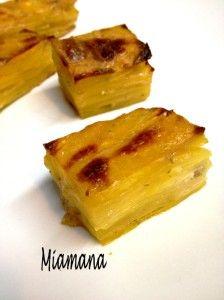 Bonjour! Inspirée par la talentueuse Carole du blog Alter Gusto, j'ai réalisé des petits pavés de pommes de terre savoureux.... Toutefois, défaut de matériel et tour de taille oblige, j'ai modifié sa recette qui était très généreuse.... 4 pommes de terre...