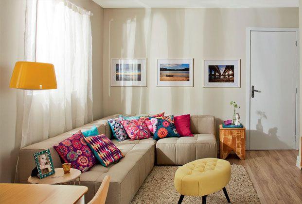 cor do sofa e almofadas