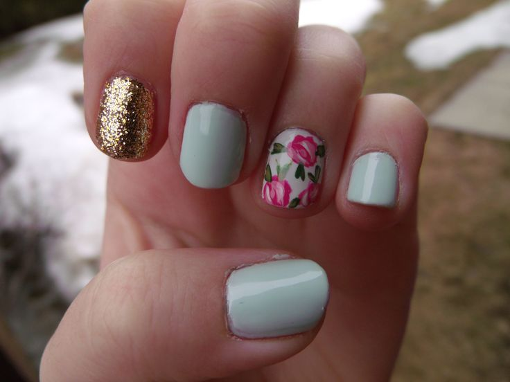 glitter & floral nails.