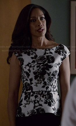 Jessica's black and white rose print peplum top on Suits.  Outfit Details: http://wornontv.net/36239/ #Suits