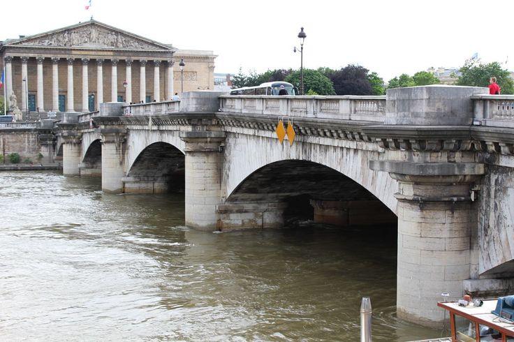 En traversant le pont de la Concorde, vous marchez sur des pierres de la Bastille