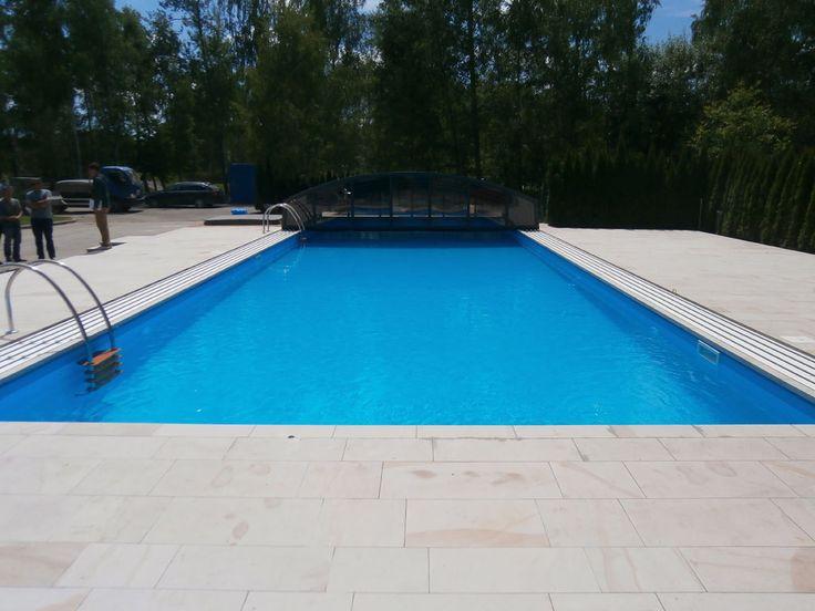 langer rechteckiger pool