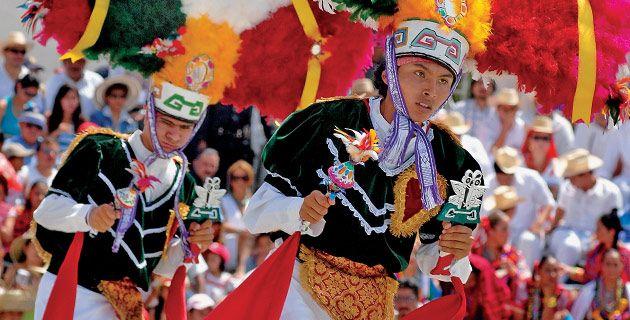 La #Guelaguetza is the most colorful festival in #Oaxaca It´s about to begin!! Are you gonna miss it? // La #Guelaguetza es uno de los tesoros culturales más representativos del estado de Oaxaca. / Foto: México desconocido