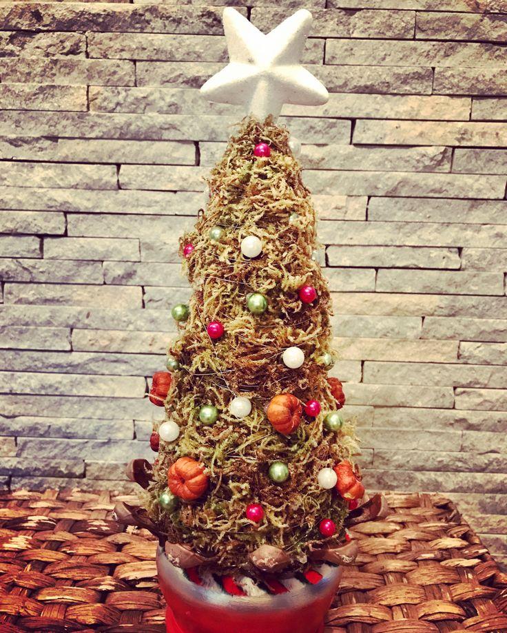 Christmas tree design by Atelier Floristic Aleksandra concept Alexandra Crisan