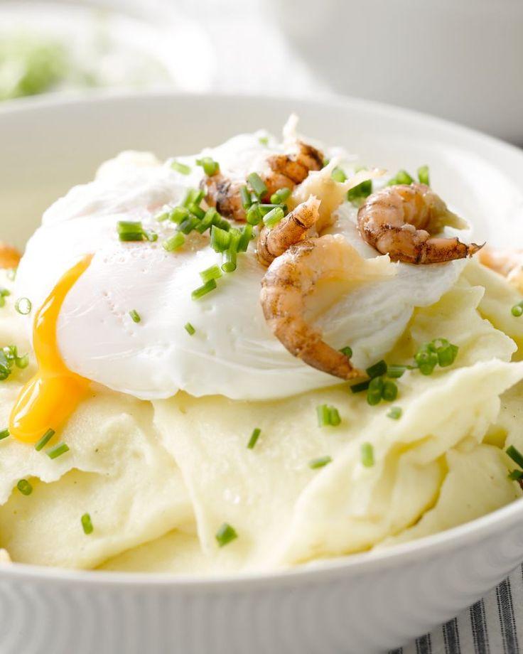 Gepocheerd ei met grijze garnalen en puree