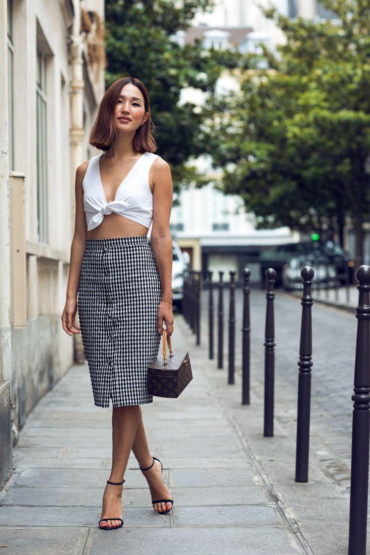 Nicole Warne in Darwin top, Altuzarra skirt, Louis Vuitton ' Frank Gehry' Box bag, CH by Caroline Herrera shoes - In Paris.  (July 2015)