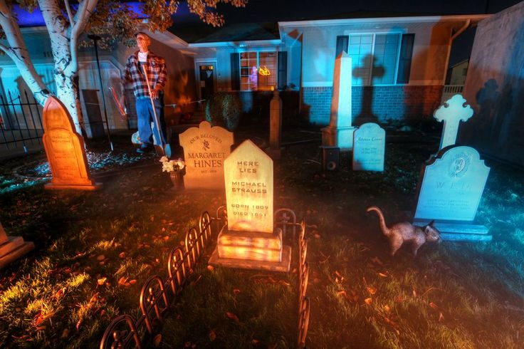 halloween graveyard: Venues Inspiration, Halloween Graveyards, Halloween Decor, Halloween Cemetery, Hallowwen Backyard Cemetery, Graveyards Styrofoam, Styrofoam Tombstone, Haunted Graveyards, Public Parks