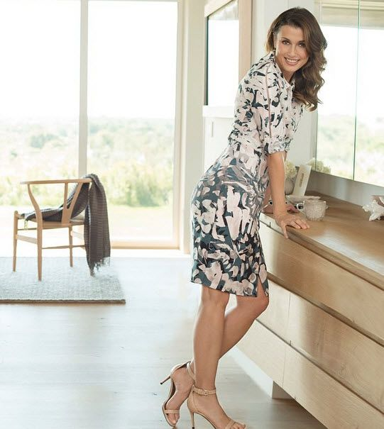 Bridget Moynahan models dress in NYDJ Spring 2015 campaign