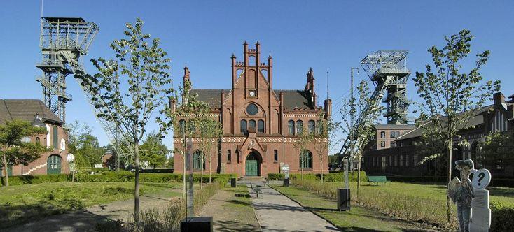 Ehrenhof der Zeche Zollern mit der historischen Zechenverwaltung
