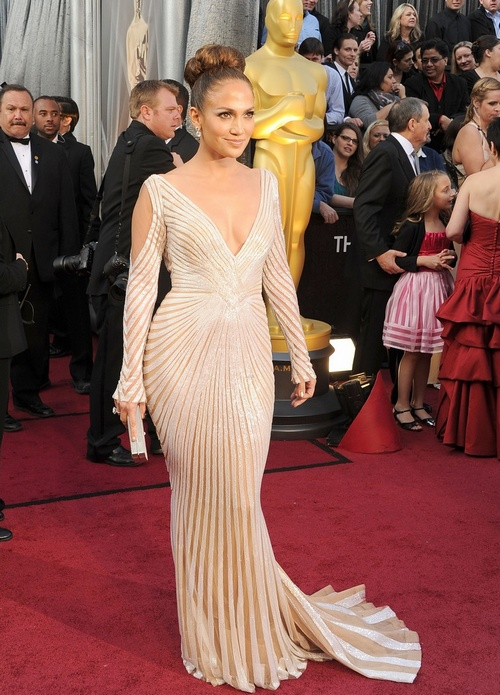 Here's a better picture of J.Lo. She looks amazing in this.