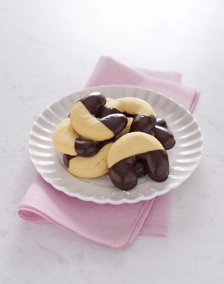Biscotti a ferro di cavallo: Scopri come preparare questa deliziosa ricetta. Facile, gustosa e adatta ad ogni occasione. Questo dolce/dessert ha un tempo di preparazione di 15 minuti.