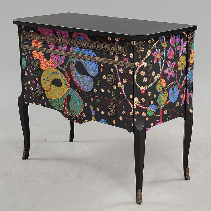 BUREAU, Gustavian style, around the mid-1900s. Upholstered in fabric by Josef Frank. (Svenskt Tenn).