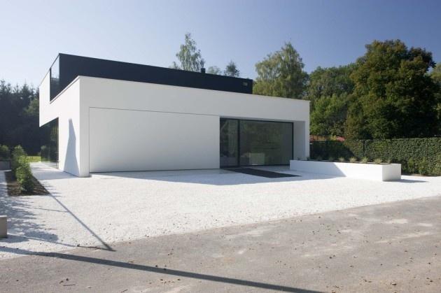 Witte beton voortuin